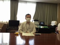 インタビュー中の根本千葉南税務署長