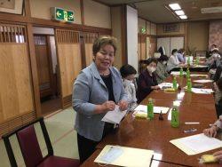 懇談会にて質問中の中村千葉南法人会女性部会長