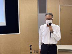 説明中の岡田法人課税第ニ部門審理担当上席