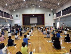 研修中の千葉市立土気南小学校児童